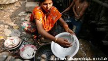 Bangladesch, Frau wäscht ab