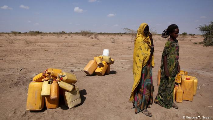 Äthiopien Frauen mit Kanistern