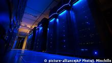 This Wednesday, May 20, 2015 photo shows server banks inside a data center at AEP headquarters in Columbus, Ohio. Like most big utilities, AEP's power plants, substations and other vital equipment are managed by a network that is separated from the company's business software with layers of authentication, and is not accessible via the Internet. Creating that separation, and making sure that separation is maintained, is among the most important things utilities can do to protect the grid's physical assets. (AP Photo/John Minchillo) © picture-alliance/AP Photo/J. Minchillo