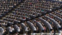 02.02.2016 *** epa05139614 Members of the European Parliament vote in the European Parliament in Strasbourg, France, 02 February 2016. The Parliament voted about rules governing the movement of persons across borders (Schengen Borders Code). EPA/PATRICK SEEGER +++(c) dpa - Bildfunk+++ © picture-alliance/dpa/P. Seeger