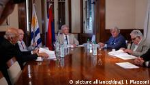 Uruguayan president Tabare Vazquez (C) meets with former presidents Julio Maria Sanguinetti (2-L), Luis Alberto Lacalle (2-R), Jorge Batlle (L) and Jose Mujica (R) at the Presidential Residence in Montevideo, Uruguay, 02 February 2016. Vazquez and the former leaders dicussed which policies should be applied if the oil finding is confirmed. EFE/Juan Ignacio Mazzoni