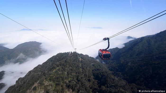 Vietnam cable car to Fansipan Mountain, Copyright: picture-alliance/epa