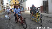 Martin Staub (mitte) auf seiner Fahrt durch Havanna