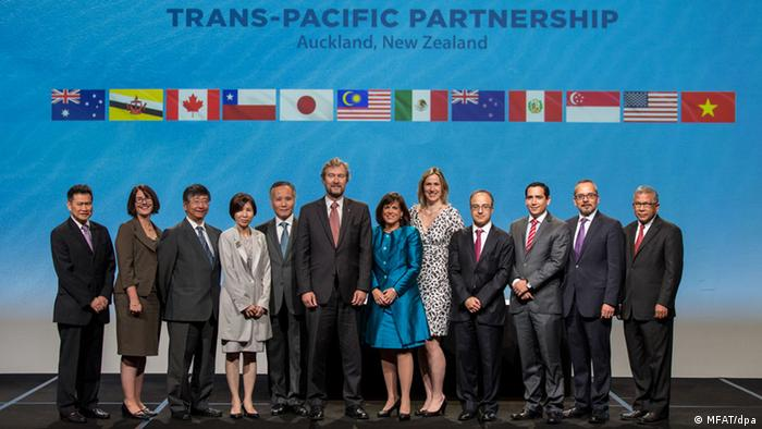 Pacific Rim Nations Sign Tpp Free Trade Agreement News Dw