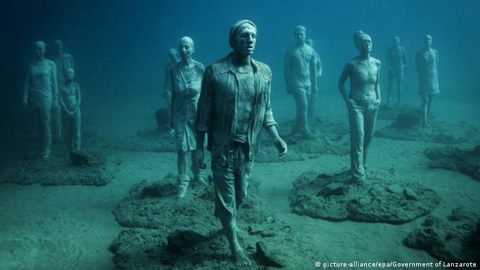 Spanien Unterwasserausstelung auf Lanzarote (picture-alliance/epa/Government of Lanzarote)