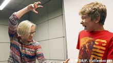 So sieht Hörspiel aus: Cathlen Gawlich und Finn Oleg Schlüter im Studio. © WDR/Freya Hattenberger