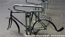 Berlin Fahrradständer (picture-alliance/dpa/P. Zimmermann)