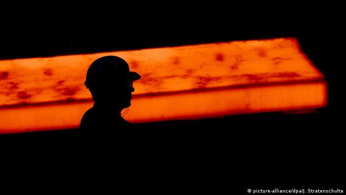 Deutschland Metallindustrie (picture-alliance/dpa/J. Stratenschulte)
