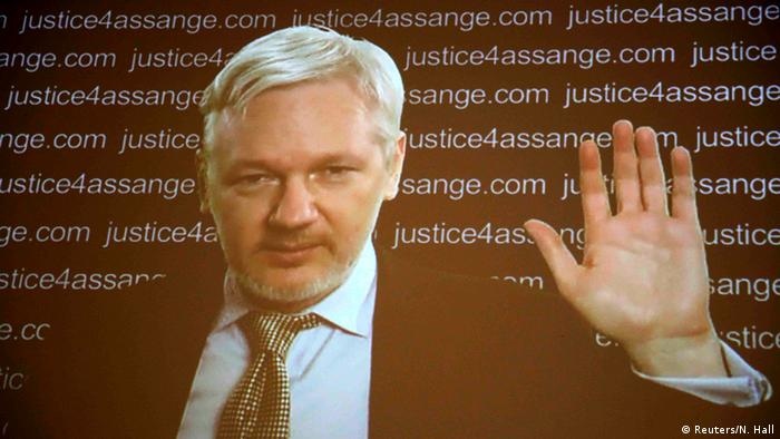 Großbritannien Assange PK via Skype (Reuters/N. Hall)