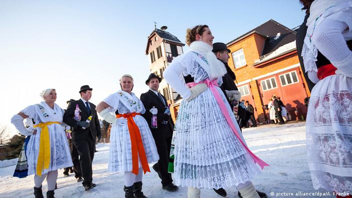 Karneval international wendische Fastnacht Zapust in der Lausitz (Foto: picture alliance/dpa/A. Franke)