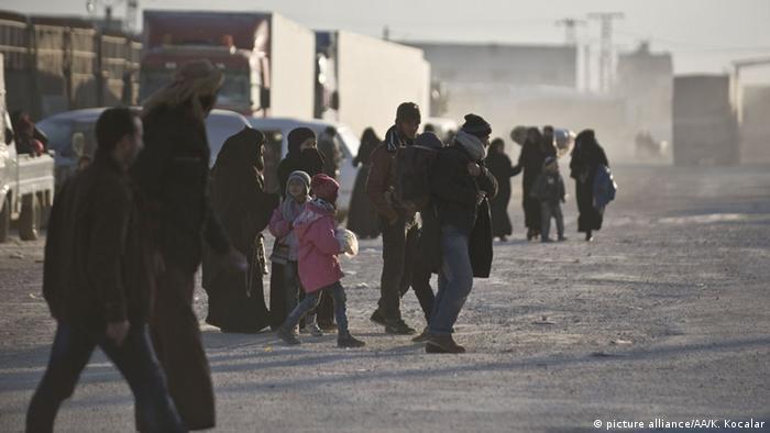 سوریها آواره مرزهای ترکیه شدهاند