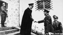 Adolf Hitler meets Ante Pavelić, leader of the Independent state of Croatia , upon his arrival at the Berghof for a state visit. [Photograph ] June 9 1941 (Berchtesgaden, [Bavaria] Germany) Quelle: https://commons.wikimedia.org/wiki/File:Adolf_Hitler_meets_Ante_Paveli%C4%87.1941.jpg Copyright: Public Domain