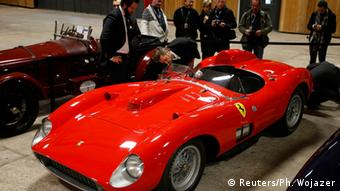 Виробник елітних спортивних автомобілів Ferrari добряче на них заробляє