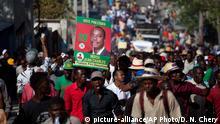 Manifestantes protestando contra el actual Gobierno de Haití el viernes 5 de febrero de 2016.