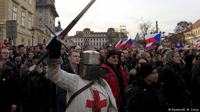 Сторонники антиисламского движения Pegida в Праге