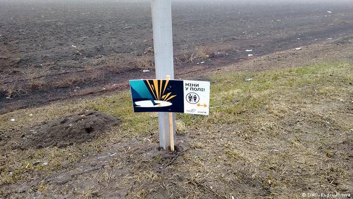 Попередження про міни біля КПВВ Мар'їнка