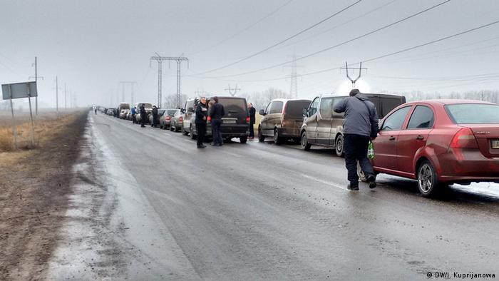 Автомобільна черга на КПВВ Мар'їнка