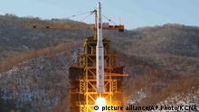 Imagen de archivo de un cohete norcoreano lanzado en 2012.
