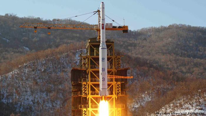 A file photo from 2012 released by KCNA of a North Korean rocket lifting off from the Sohae launch pad (picture alliance/AP Photo/KCNA)