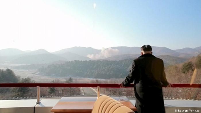 A diferencia de su padre, Kim Jong-un posa frecuentemente ante las cámaras.