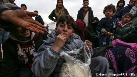 Türkisch-syrische Grenze Hilfslieferungen für syrische Flüchtlinge