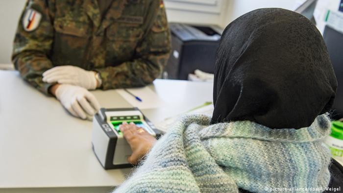 Almanya'da 2017'de mülteci sayısı 200 binin altında kalacak