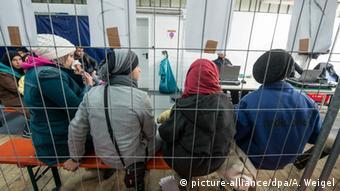 Беженцы, ожидающие регистрации