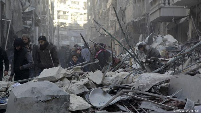 Руины зданий в Алеппо после авианалетов