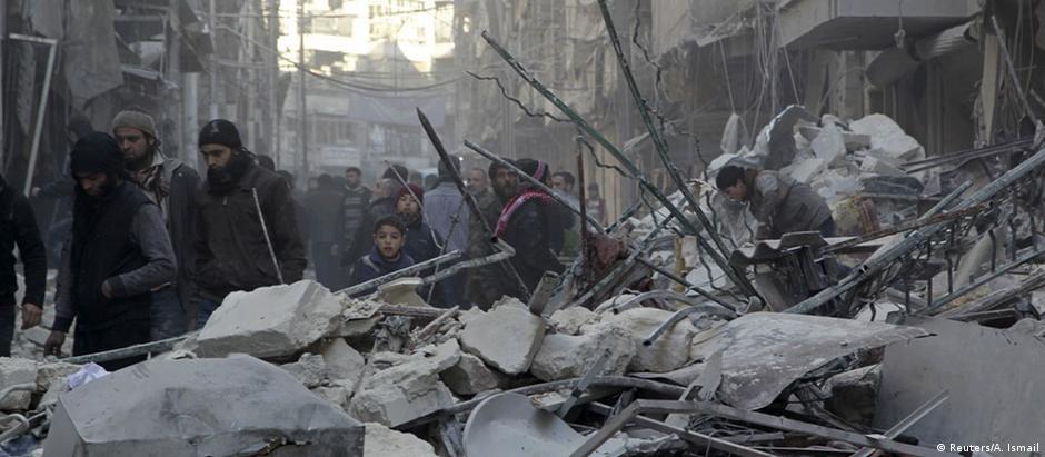 Bombardeios deixaram Aleppo em ruínas
