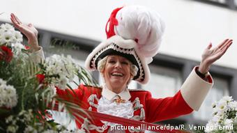 Kölns Oberbürgermeisterin Henriette Reker im Rosenmontagszug