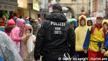 08.02.2016+++ COLOGNE, GERMANY - FEBRUARY 08: A Policeman walks through Carnival revellers during the annual Rose Monday parade on February 8, 2016 in Cologne, Germany. The centuries-old tradition of German carnival occurs in February and runs until Ash Wednesday, the start of Lent, and culminates in Rose Monday celebrations. Police are on added alert this year, particularly in Cologne, due to the New Year`s Eve sex attacks on women that have been attributed to gangs of migrants. (Photo by Volker Hartmann/Getty Images) +++ (C) Getty Images/V. Hartmann