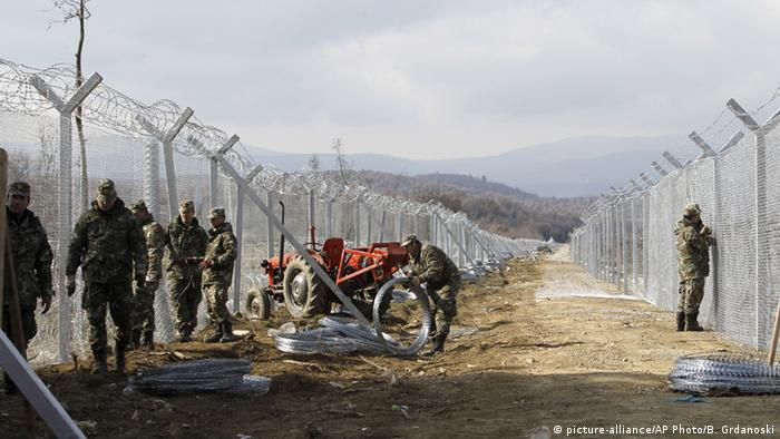 Macedonia is building a second fence at the border with Greece (Photo: AP)