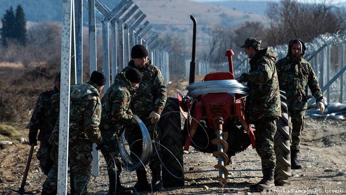 Mazedonien baut zweiten Zaun an der Grenze zu Griechenland