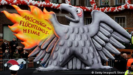 Düsseldorf Karneval Thema Anschläge Asylbewerberheime Flüchtlinge (Getty Images/S.Steinbach)