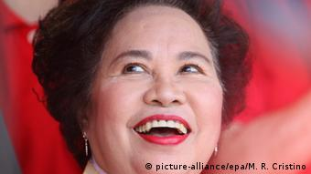 Filipino Senator Miriam Defensor Santiago, running for president, smiles during a kick-off campaign at the Imelda Cultural Center, Batac City, Ilocos Norte province, northern Philippines, 09 February 2016 (Photo: picture-alliance/epa/M. R. Cristino)