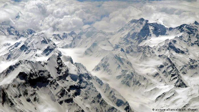 Pakistan Schneebedeckte Berge (picture-alliance/dpa/K. Khawer)