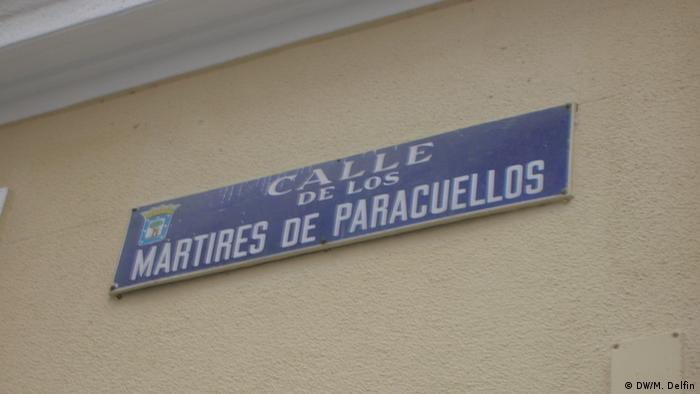 street sign on wall copyright: Martin Delfin
