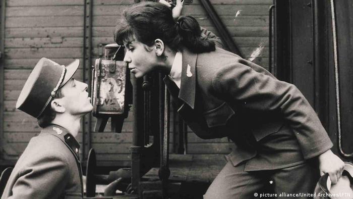 Кадр из фильма Поезда под пристальным наблюдением