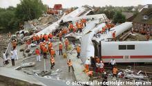 Ein Intercity-Zug zerstörte eine Straßenbrücke in Eschede (Archivbild)