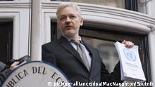 2785815 02/05/2016 WikiLeaks co-founder Julian Assange makes a speech before journalists and protesters from a balcony of Ecuador's Embassy in London. +++ (C) picture-alliance/dpa/MacNaughton/Sputnik