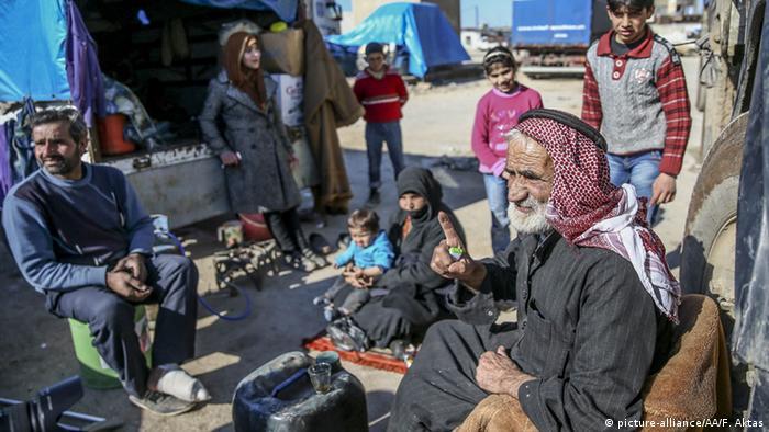 Syrische Flüchtlinge an der türkisch-syrischen Grenze