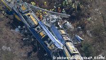 Die beiden Züge waren auf einem eingleisigen Streckenabschnitt frontal zusammengestoßen
