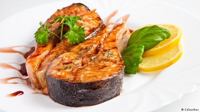ماهی تازه سرشار از اسید چرب امگا۳ است که از التهابهای گوارشی و عفونتهای پوستی پیشگیری میکند.