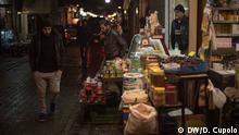 ***ACHTUNG: Nur für Bericht von Diego Cupolo aus Izmir verwenden!*** Men walk on a commercial street in Basmane Izmir, where stores carrying Syrian products have multiplied in recent years. Copyright: DW/D. Cupolo