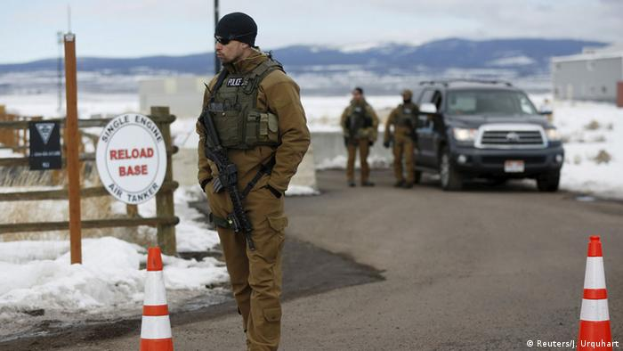 Oregon standoff enters final moments as FBI surround