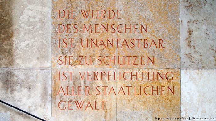 اصل یکم قانون اساسی آلمان: «حیثیت انسان مصون از تعرض است...»