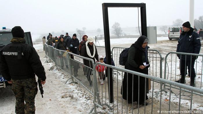 Grenze zwischen Serbien und Mazedonien Flüchtlinge