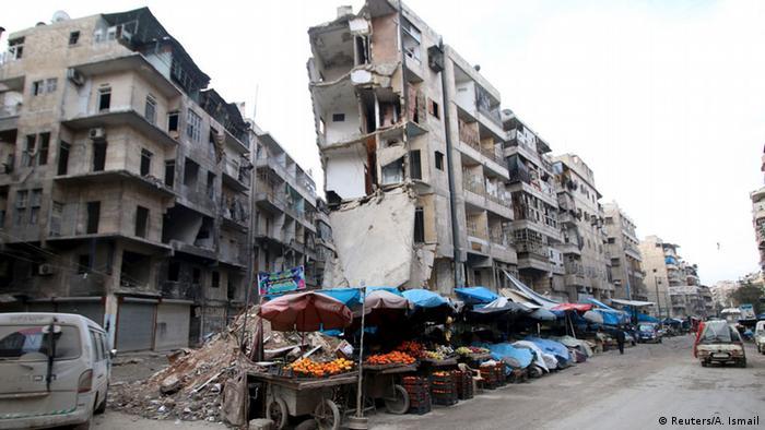 Syrien Verkäufer im zerstörten Aleppo