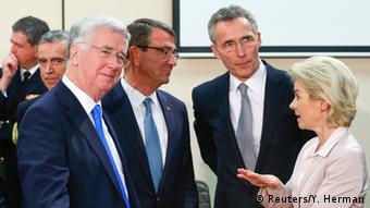 Η γερμανίδα υπουργός Άμυνας με συναδέλφους της