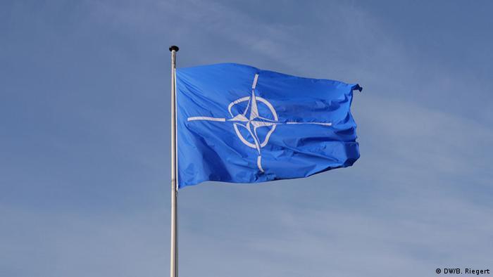 NATO-Flagge (Foto: Bernd Riegert/DW)